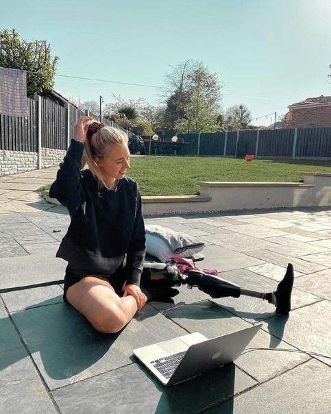 Лия Вашингтон из Йоркшира сейчас осуществляет свои мечты, работая моделью Девушке это удалось, даже несмотря на страшную аварию, в которую она попала в 2015 году. Инцидент лишил красотку ноги,