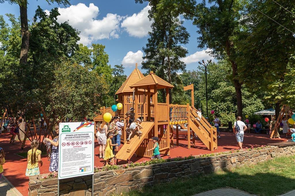 В Таганроге открылся новый игровой и спортивный комплекс в парке культуры и отдыха имени М. Горького