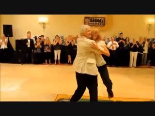 Как они здорово танцуют! Супер!