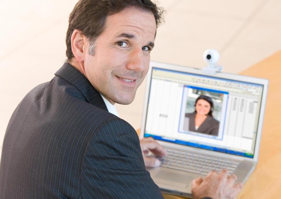 Веб-конференции используют подключение к Интернету для создания встреч с видео, аудио и графикой.